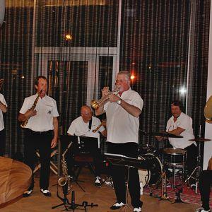 http://moderntimeshotel.ch/application/files/thumbnails/thumb_list_2x/9714/8974/8307/Vufflens-Jazz-Band.jpg